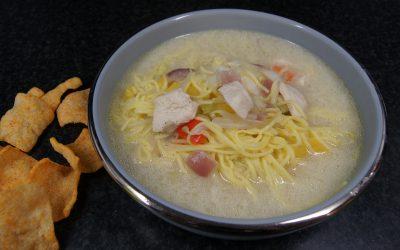 Kippensoep met kokosmelk en eiermie