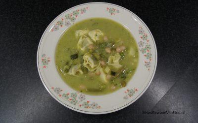 Groene minestronesoep met tortellini