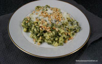 Pasta met spinazie, feta en pijnboompitten