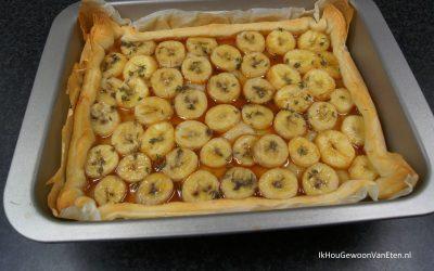 Bladerdeegtaart met gekarameliseerde banaan en tijm
