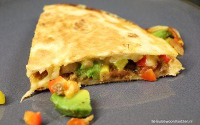 Quesadilla's met vegetarisch gehakt en avocado en mais-tomatensoep