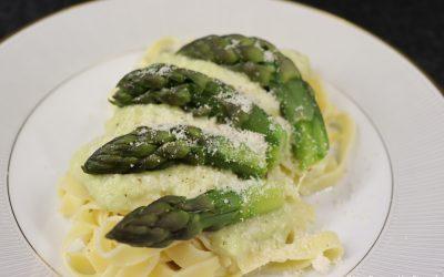 Tagliatelle met groene aspergeroomsaus