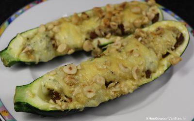 Courgette gevuld met vegetarisch gehakt, kaas en hazelnoten