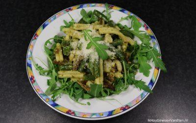 Pesto-pasta met sperziebonen en vegetarische gyrosreepjes