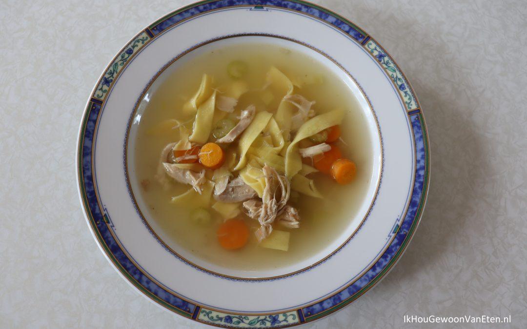 kippensoep - met kippenvlees, wortel, bleekselderij, prei en tagliatelle