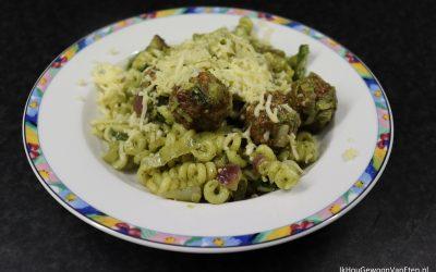 Pasta pesto met vegetarische balletjes