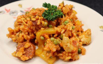 Pittige rijstschotel met kip en chorizo